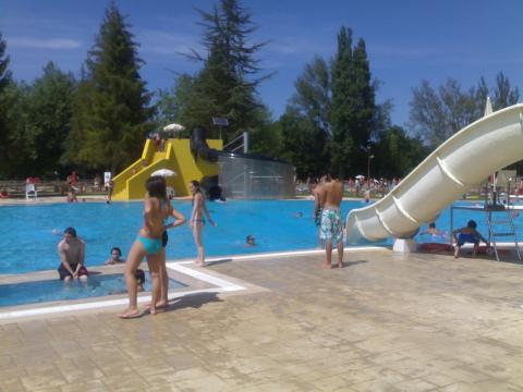 Gamarra bate r cord de visitas en agosto for Cuando abren las piscinas