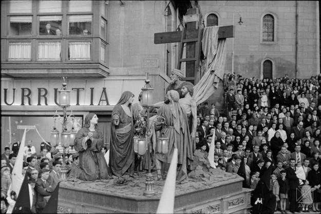 ARQ-0253_17(2)+Autor ARQUÉ. 1957. Procesión de Semana Santa
