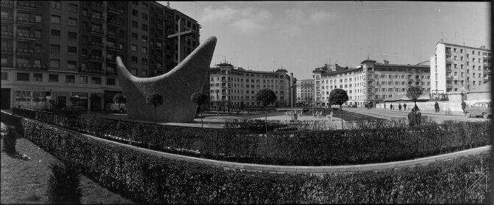Autor-ARQUE-1959-Plaza-Juan-de-Ayala-monumento-a-los-caidos
