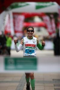 Laura García, ganadora en la prueba femenina (Foto @maratonfiz