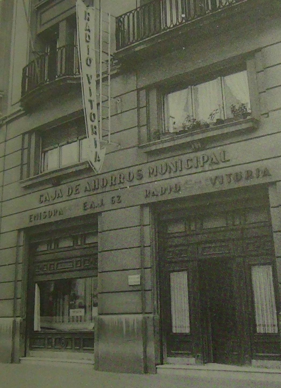 """EAJ-62 Radio Vitoria: Una emisora """"muy cercana"""" fundada por un cirujano en 1934"""