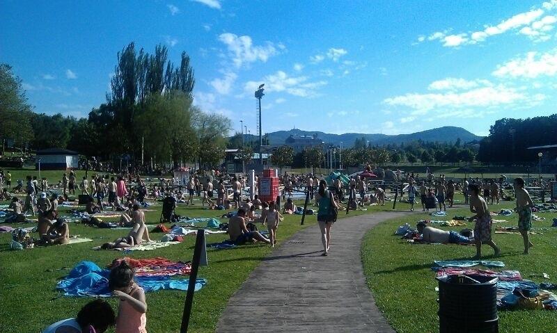 El irregular verano reduce levemente la asistencia a las for Piscinas vitoria
