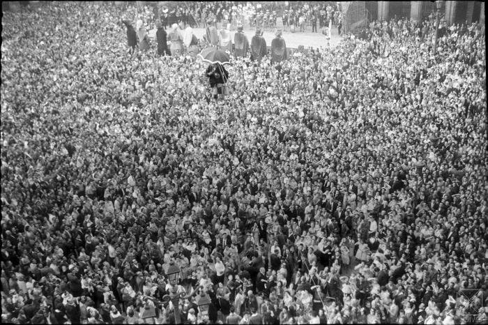 LFM-165-7(6)-Chupinazo-en-las-fiestas-de-la-Virgen-Blanca,-04-08-1959.-Autor,-S.Arina.-AMVG