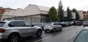 EH Bildu denuncia la pasividad de la Policía con las dobles filas en los colegios