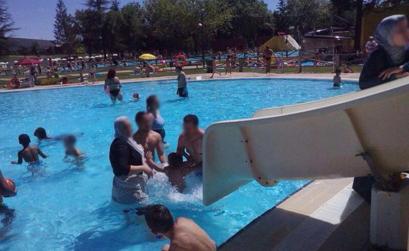 A las piscinas no se entra gratis Gasteiz Hoy
