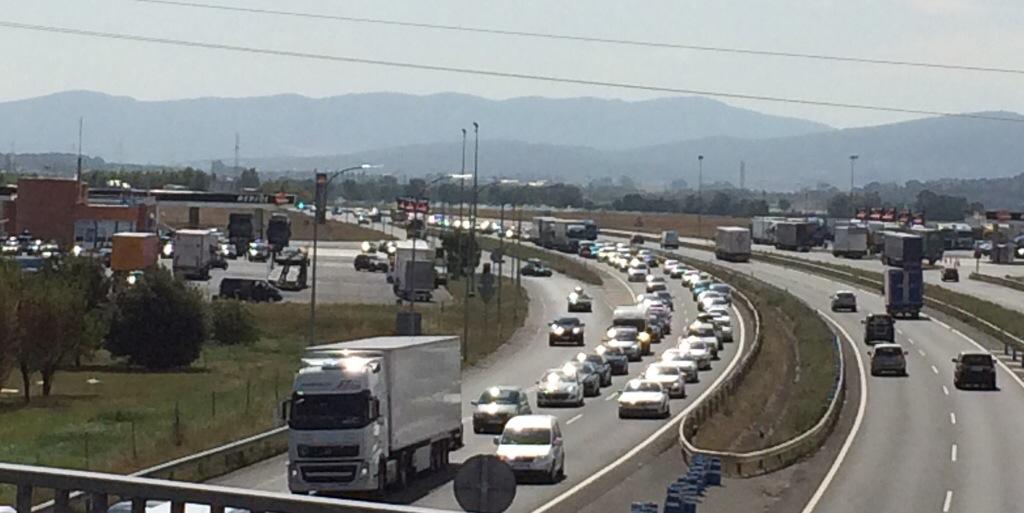 Miles de conductores europeos sufren de nuevo los atascos en Álava