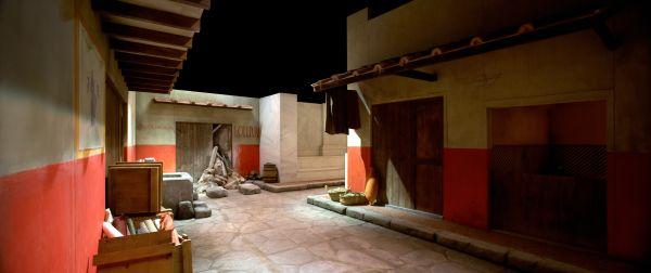 La antigua Roma reconquista la Plaza de los Fueros