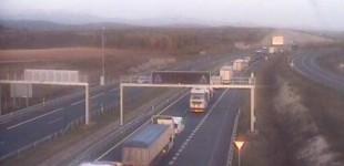 Un accidente entre dos camiones provoca retenciones importantes en la A1