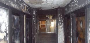 El incendio de un sofá causa importantes daños en la escalera de un edificio de San Antonio