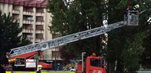Los bomberos rescatan a un bebé de 8 meses atrapado en un coche