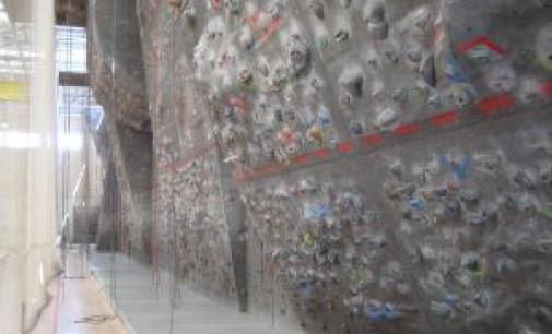 Escaladores y alpinistas profesionales denuncian la mala gestión de los rocódromos municipales