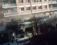 Tres policías locales atendidos por inhalar humo al apagar una sarten ardiendo