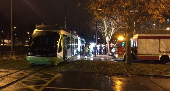 Accidente entre el tranvía y una furgoneta en la calle Portal de ...