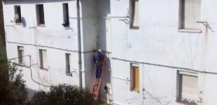 Iberdrola corta la luz de las viviendas ocupadas de Errekaleor