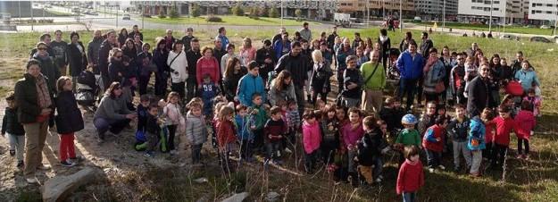 Foto del AMPA de Arrekabarri en el solar del futuro colegio