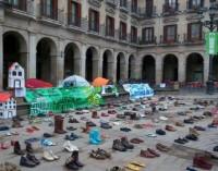 """La Policía impide una acampada frente al Ayuntamiento por """"el derecho a la vivienda"""""""
