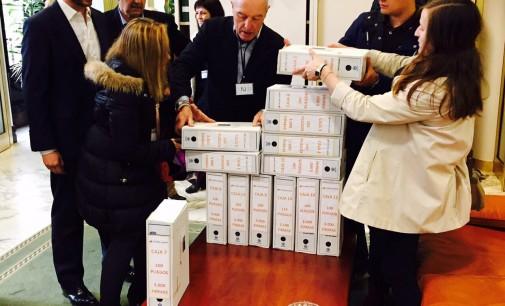 Ayudas Más Justas entrega 41.208 firmas