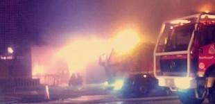 FOTOS: Arde un almacén de pintura en Ali-Gobeo