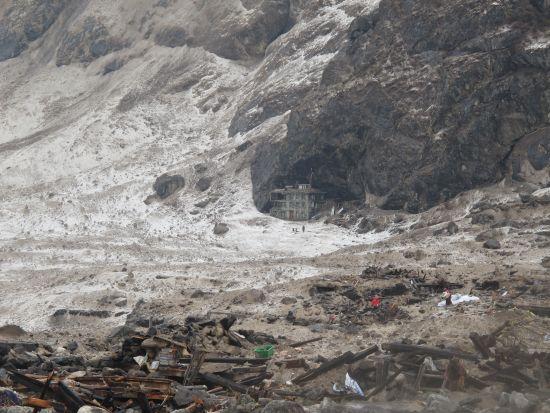 Langtang arrasado tras la avalancha.