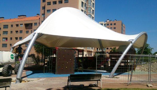 La cubierta de los columpios de Zabalgana ya está instalada Gasteiz Hoy