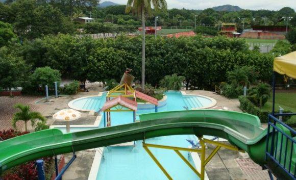 Las piscinas vitoria gasteiz tambi n est n en el salvador for Piscinas vitoria