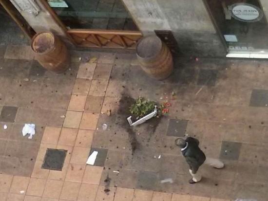 Macetra caída en Postas. Foto Esther Ayesa