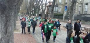 Cientos de personas caminan contra el Cáncer