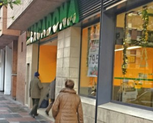 Mercadona calle Simón de Anda