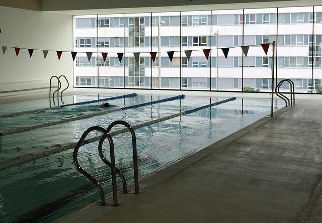 Vecinos de zabalgana critican que la piscina s lo tendr 1 for Piscina zabalgana
