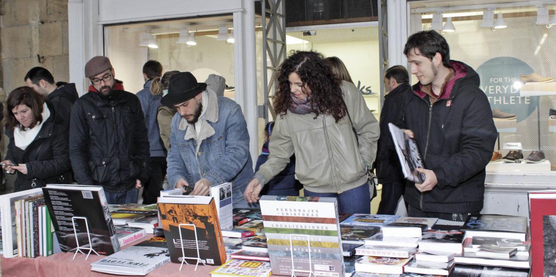 escritores-alaveses-feria-libro-plaza-espana-vitoria