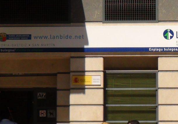 Lanbide permite conceder la RGI a residentes en alojamientos turísticos y colectivos