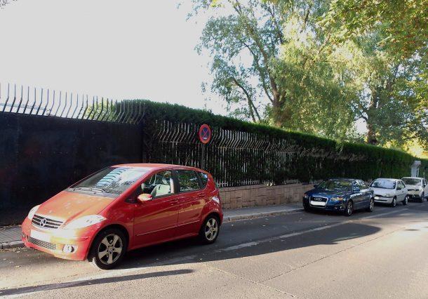 coches mal aparcados estadio (1)