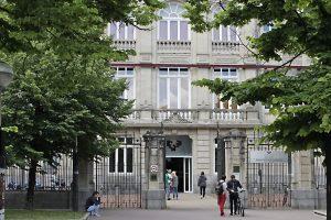Los alumnos de Bachillerato planifican su futuro en el Salón Universitario