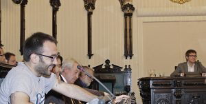 El concejal de Podemos, Jorge Hinojal, junto a Gorka Urtaran y los concejales del PSE