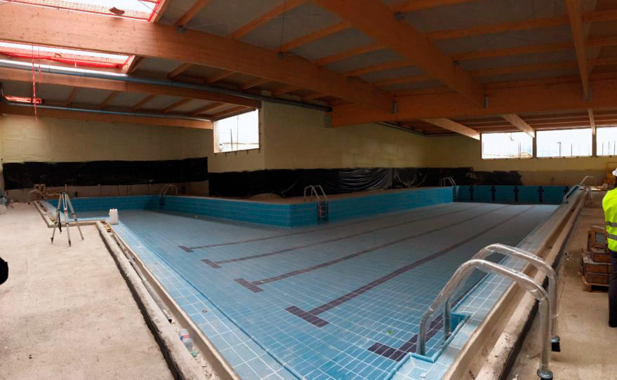 Fotos as est el centro c vico de zabalgana for Piscina zabalgana