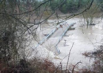 La crecida del Bayas inunda y aísla varios pueblos