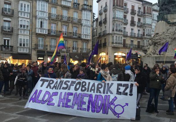 Concentración contra la llegada a Vitoria del bus de Hazte Oír