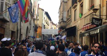 Las aficiones de Real y Alavés animan la previa del derby