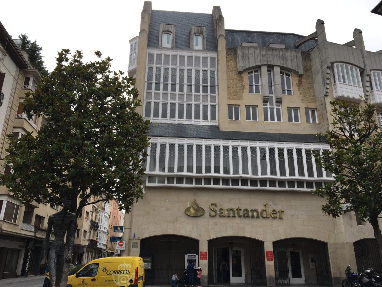 Vitoria gasteiz propone un hotel en el santander reformar for Oficina correos vitoria