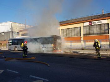 Arde el motor de un autobús de Tuvisa