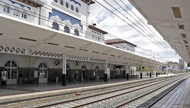 En principio, el espacio soterrado irá bajo las vías actuales, entre Salburua y la Avenida Gasteiz.