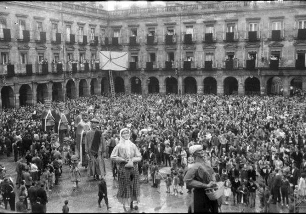 La Blanca en los 50: Día del Turista, Rally Aéreo, Paco Martínez Soria o desfile de carrozas