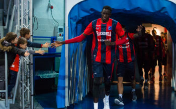 La lesión de Diop acorta todavía más la rotación de Baskonia