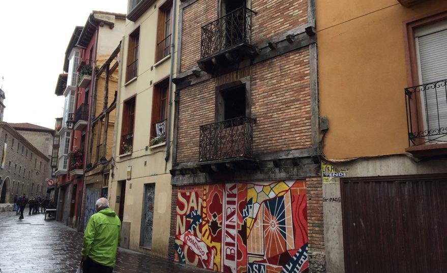 """Santo Domingo acusa al Ayuntamiento de querer """"desertizar"""" la calle para """"atraer más glamour"""""""