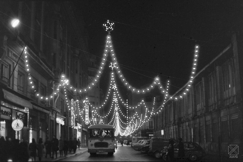 Navidad en blanco y negro pintura para baltasar el escaparate de kolkay y las luces en las - Iluminacion vitoria ...