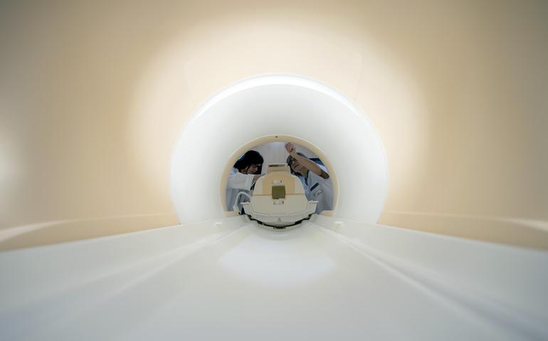unidad de resonancia magnética