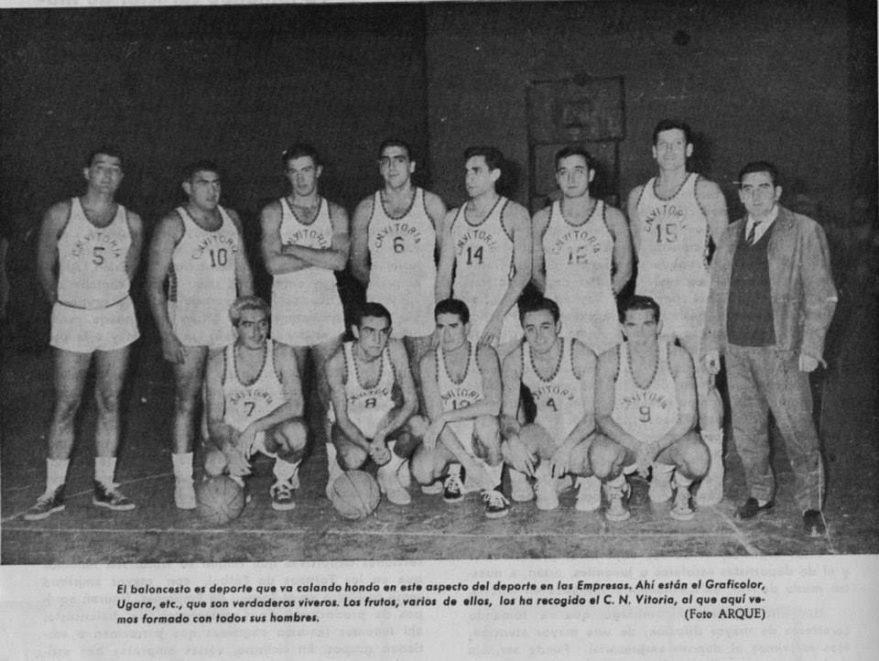 Imagen de Arqué en el Archivo municipal, con el Club Natación Vitoria