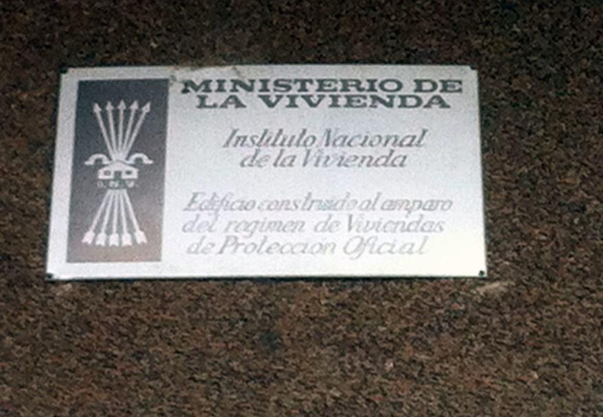 placa franquista ministerio de la vivienda