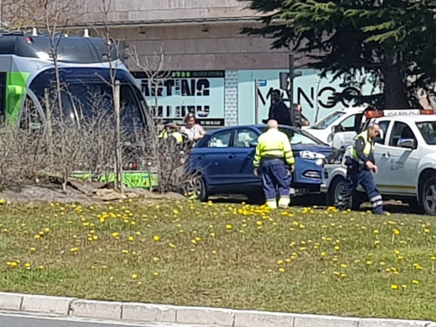 accidente tranvía rotonda lakua