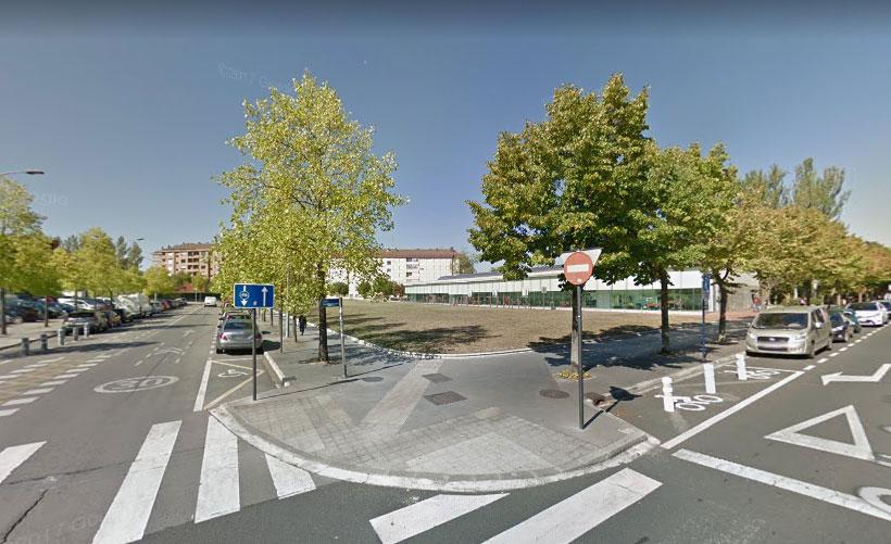Solar que será parking, junto al Centro Sociocultural de Mayores